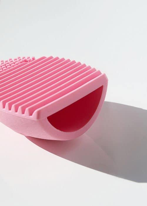 brush cleaning egg light pink