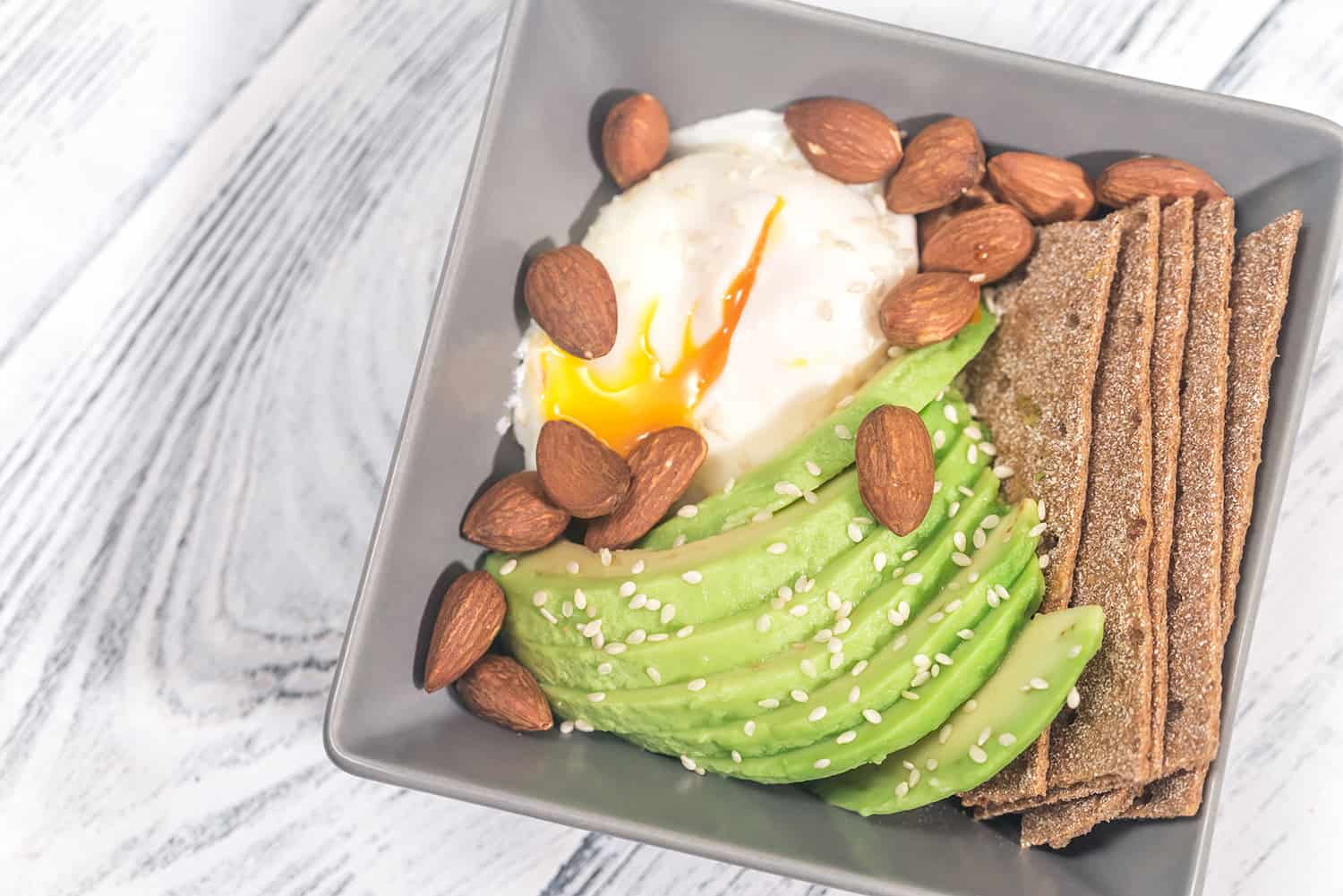 Poached egg with avocado and almonds